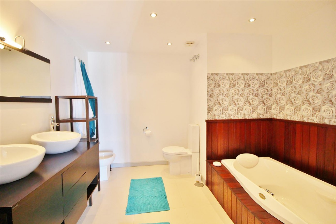 Luxury Modern Style Apartment for sale Puerto Banus Marbella Spain (20) (Large)
