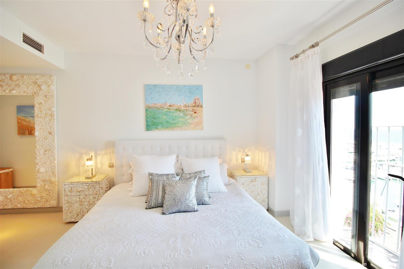 Luxury Modern Style Apartment for sale Puerto Banus Marbella Spain (24) (Large)