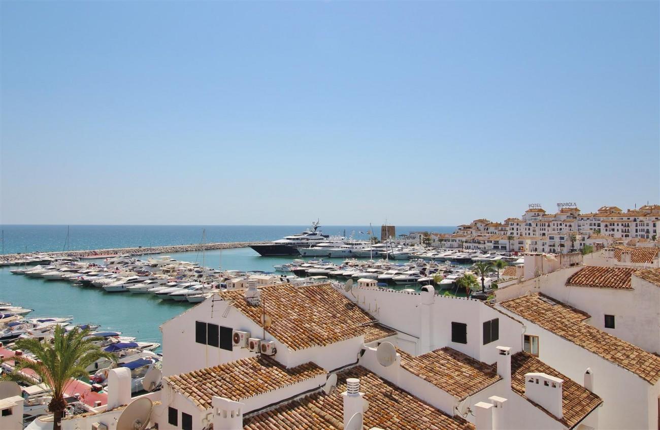 Luxury Modern Style Apartment for sale Puerto Banus Marbella Spain (26) (Large)