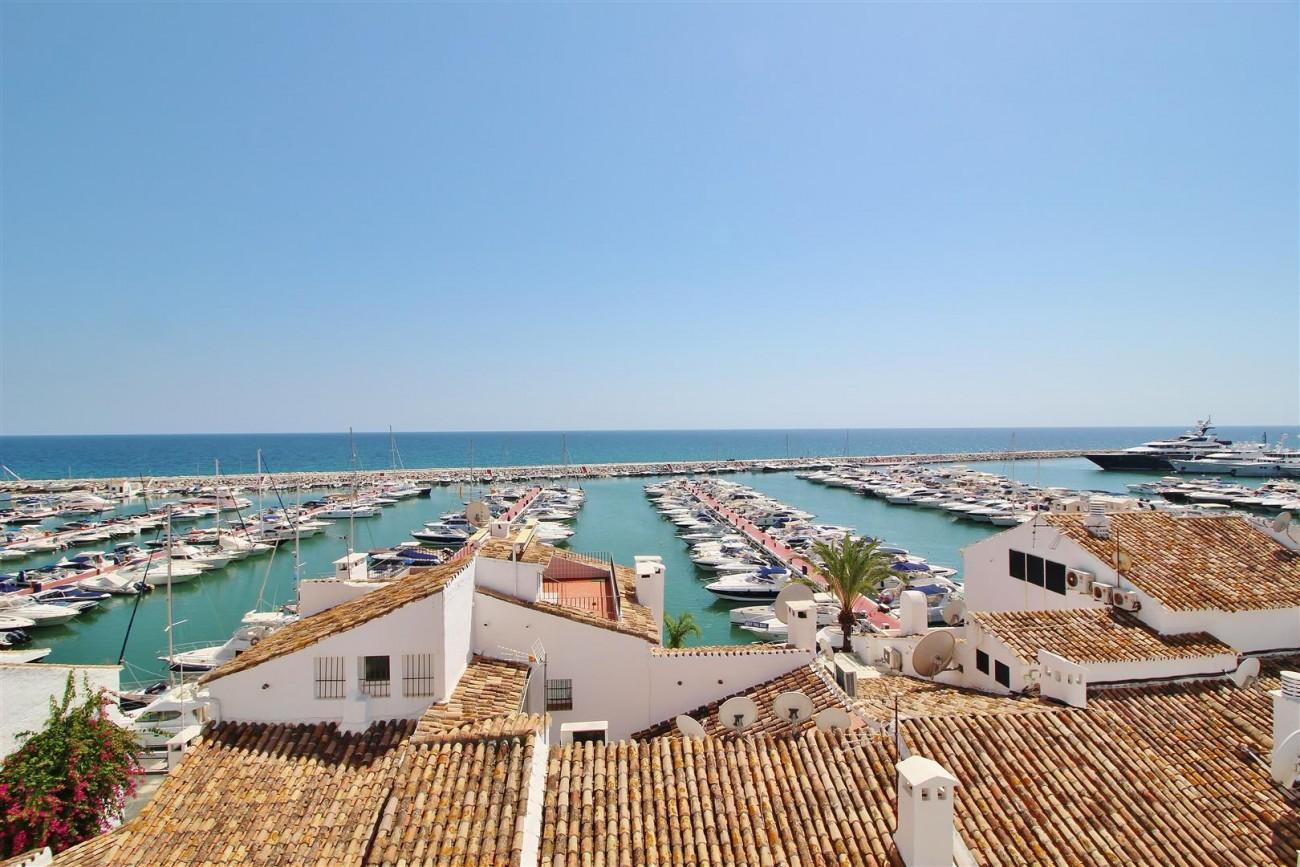 Luxury Modern Style Apartment for sale Puerto Banus Marbella Spain (27) (Large)