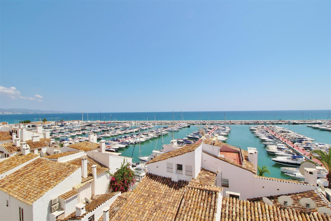 Luxury Modern Style Apartment for sale Puerto Banus Marbella Spain (28) (Large)