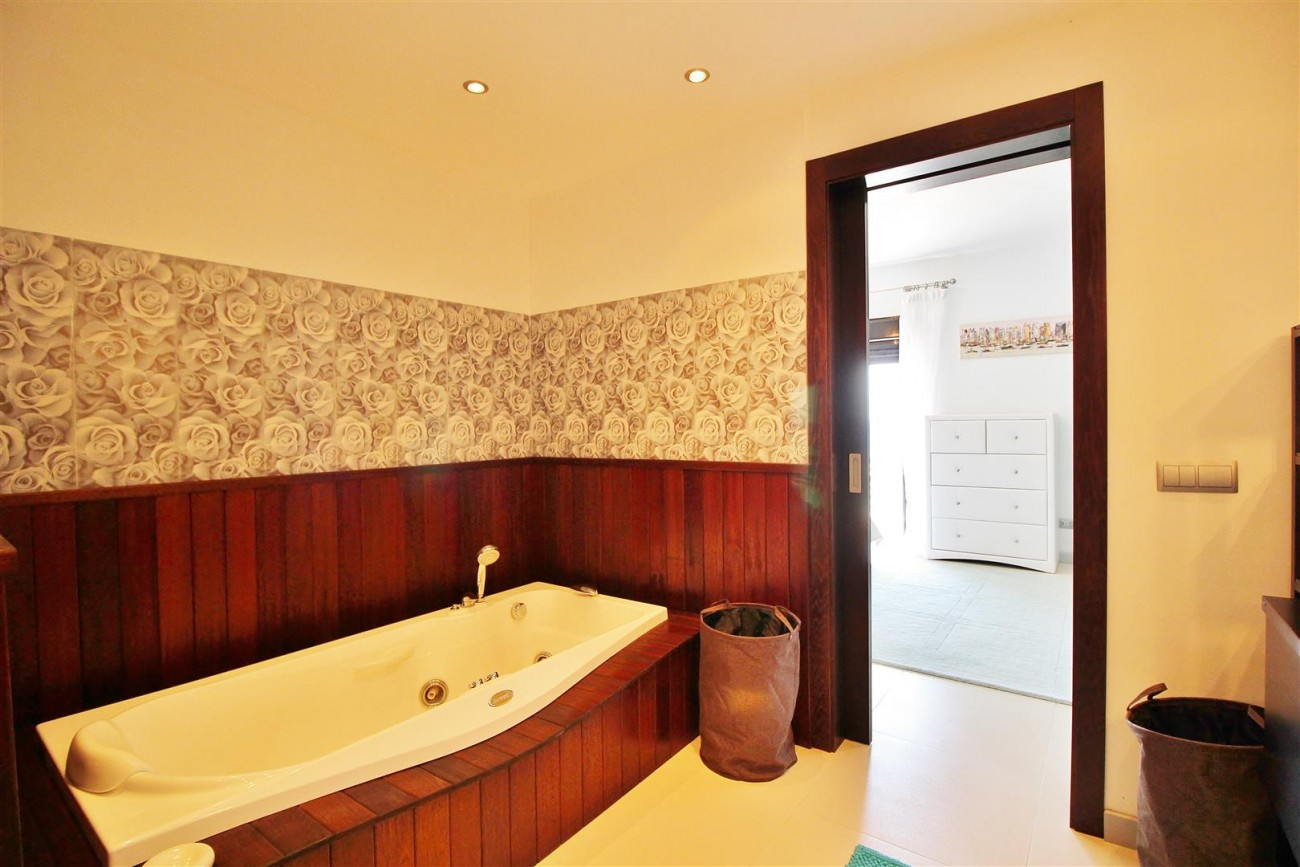 Luxury Modern Style Apartment for sale Puerto Banus Marbella Spain (31) (Large)