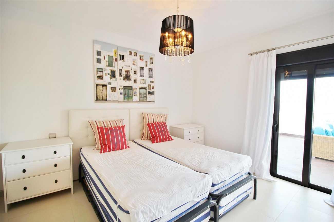 Luxury Modern Style Apartment for sale Puerto Banus Marbella Spain (36) (Large)