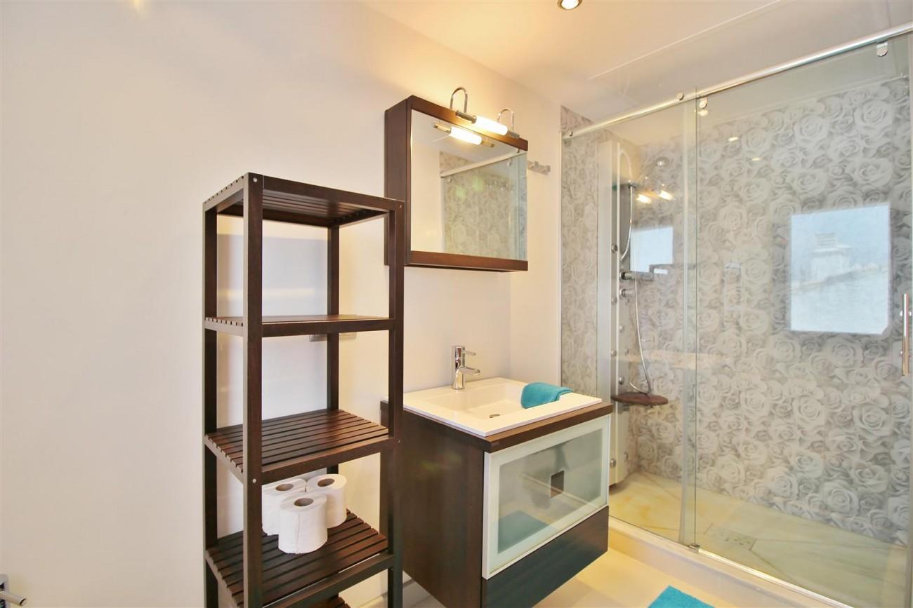 Luxury Modern Style Apartment for sale Puerto Banus Marbella Spain (41) (Large)