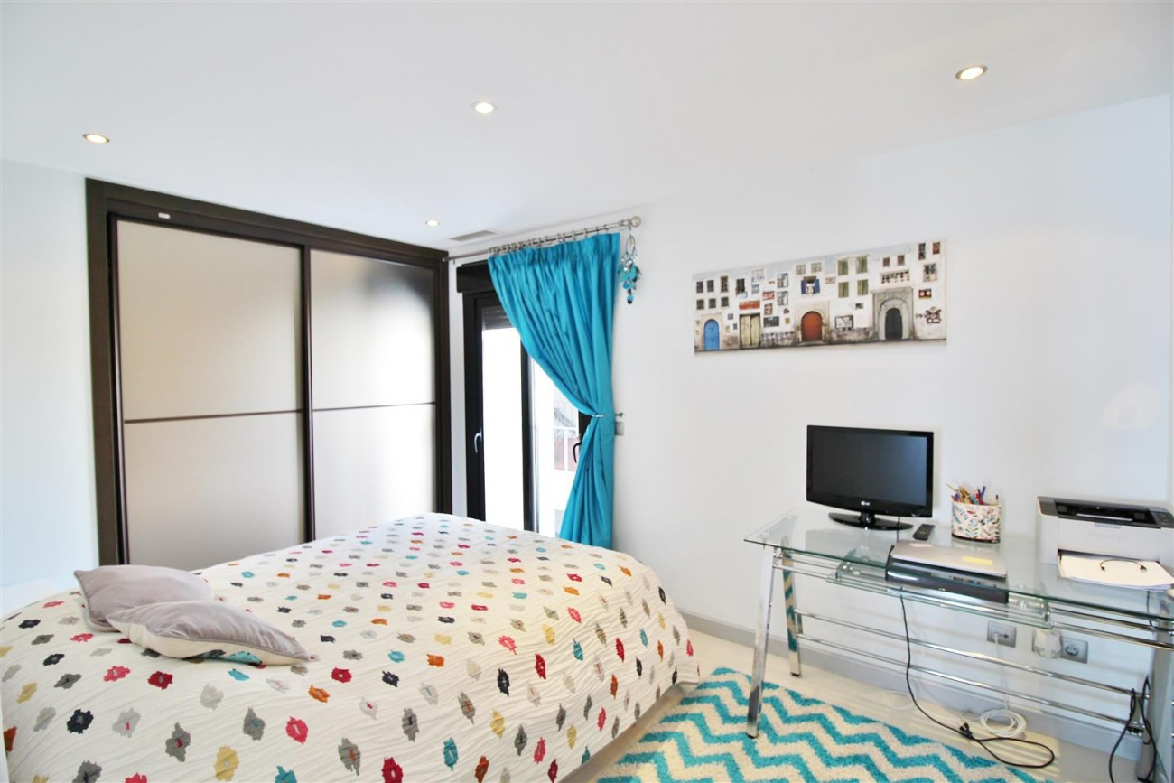 Luxury Modern Style Apartment for sale Puerto Banus Marbella Spain (44) (Large)