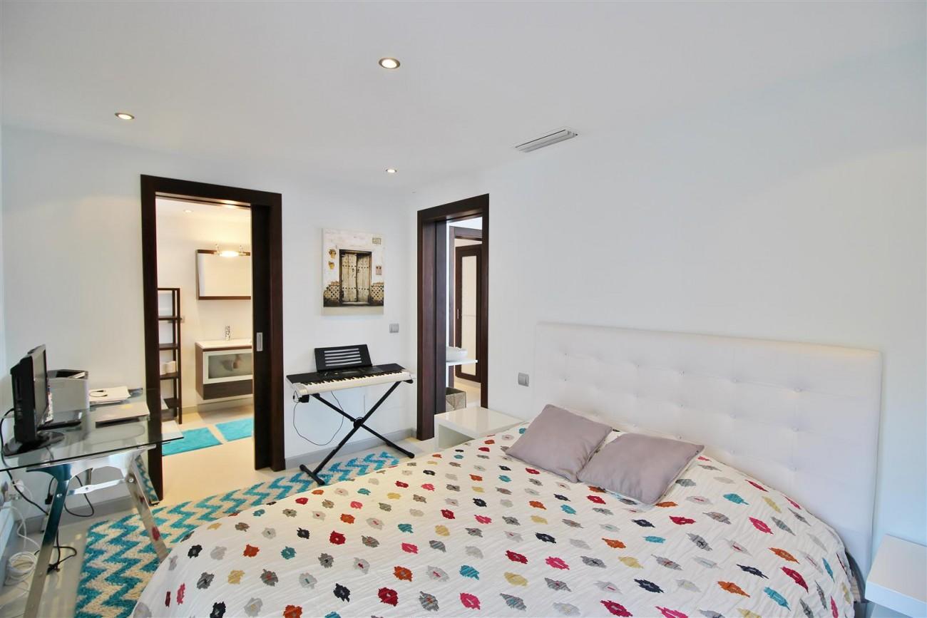 Luxury Modern Style Apartment for sale Puerto Banus Marbella Spain (45) (Large)