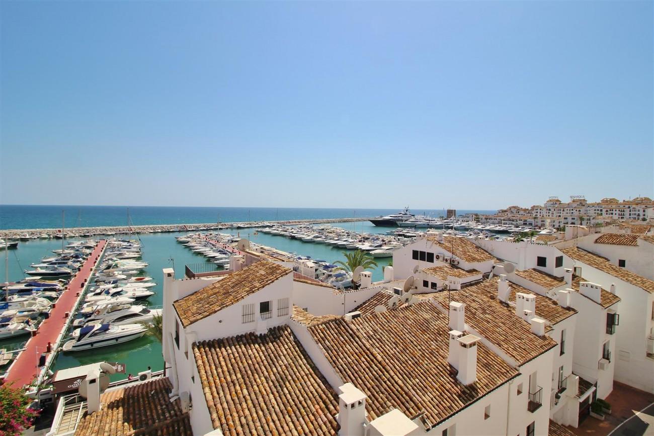 Luxury Modern Style Apartment for sale Puerto Banus Marbella Spain (51) (Large)