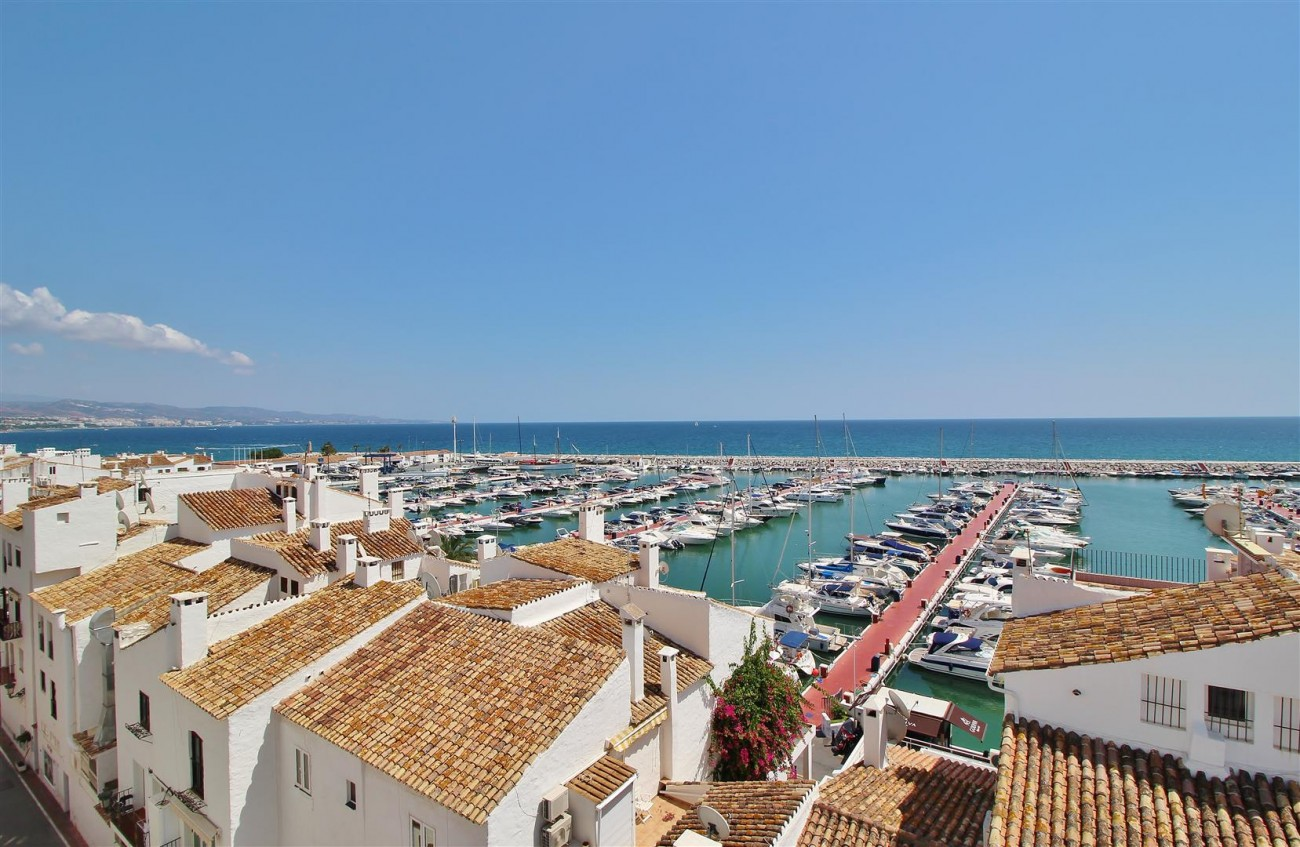 Luxury Modern Style Apartment for sale Puerto Banus Marbella Spain (53) (Large)