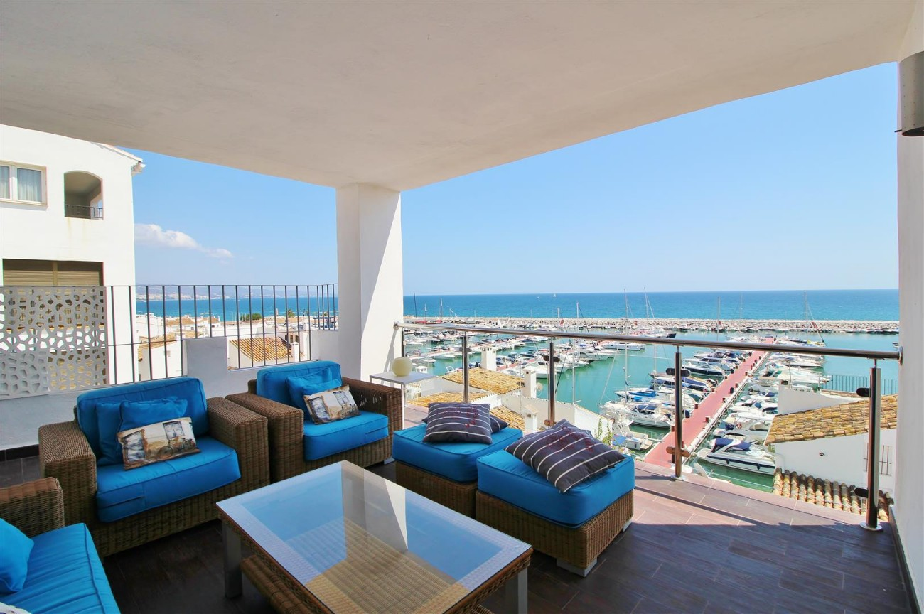 Luxury Modern Style Apartment for sale Puerto Banus Marbella Spain (57) (Large)