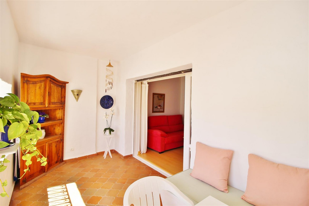 Charming apartment for sale Puerto Banus Marbella Spain (9) (Large)