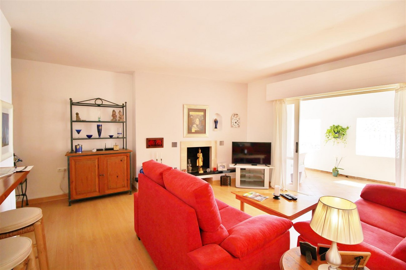Charming apartment for sale Puerto Banus Marbella Spain (13) (Large)