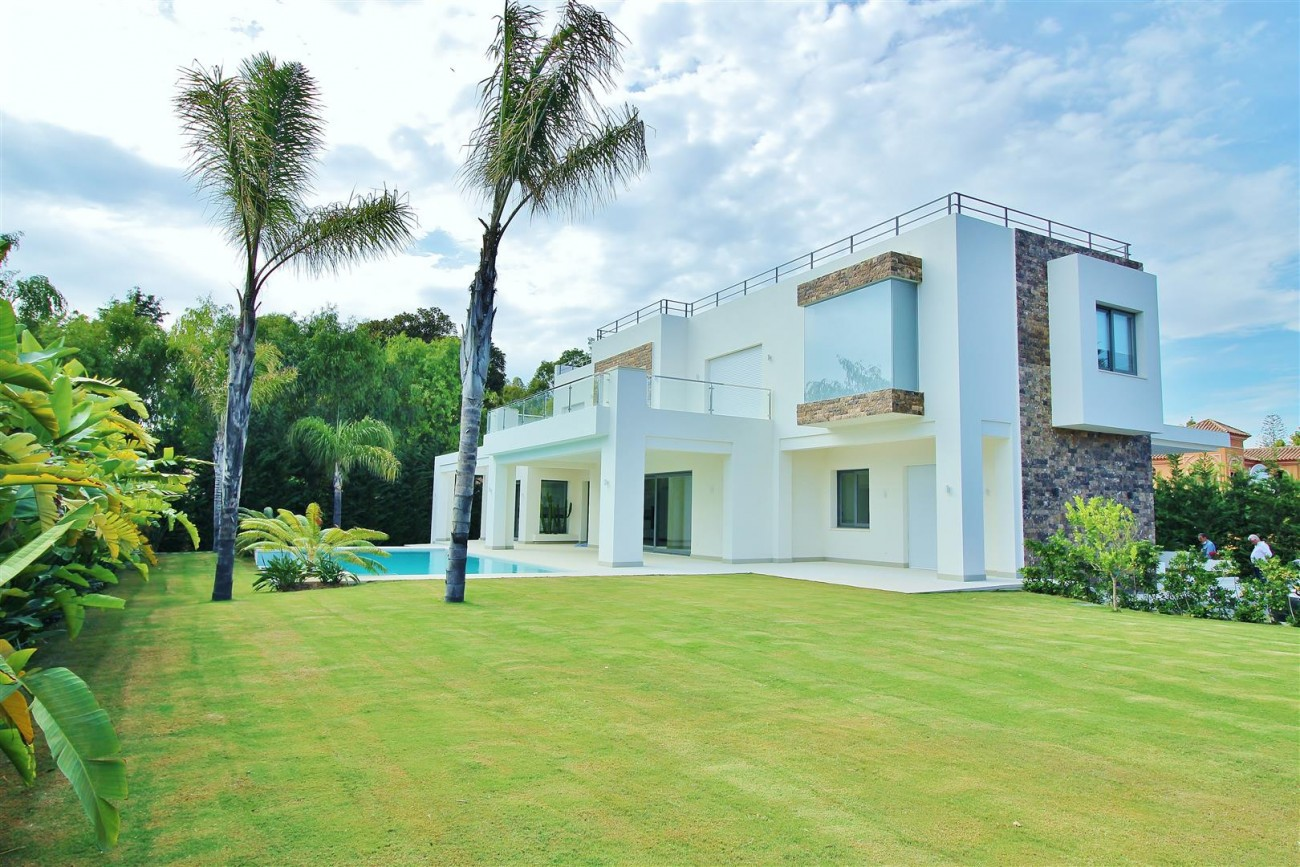 Contemporary Beachside Villa for sale Marbella Spain  (3) (Large)