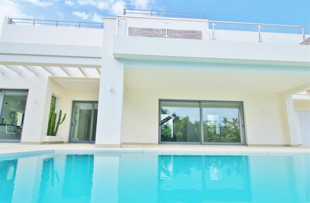 Contemporary Beachside Villa for sale Marbella Spain  (4) (Large)