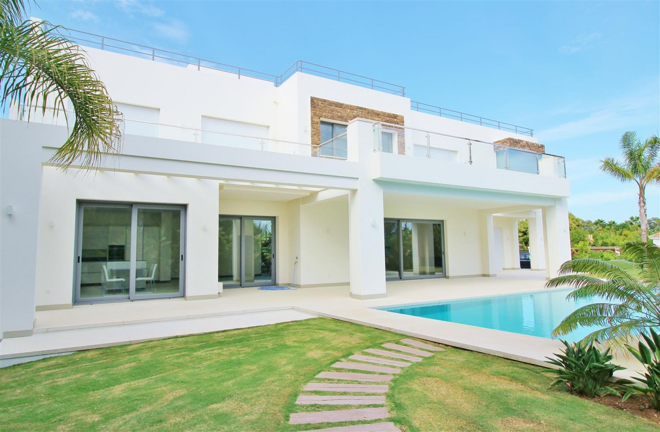 Contemporary Beachside Villa for sale Marbella Spain  (5) (Large)