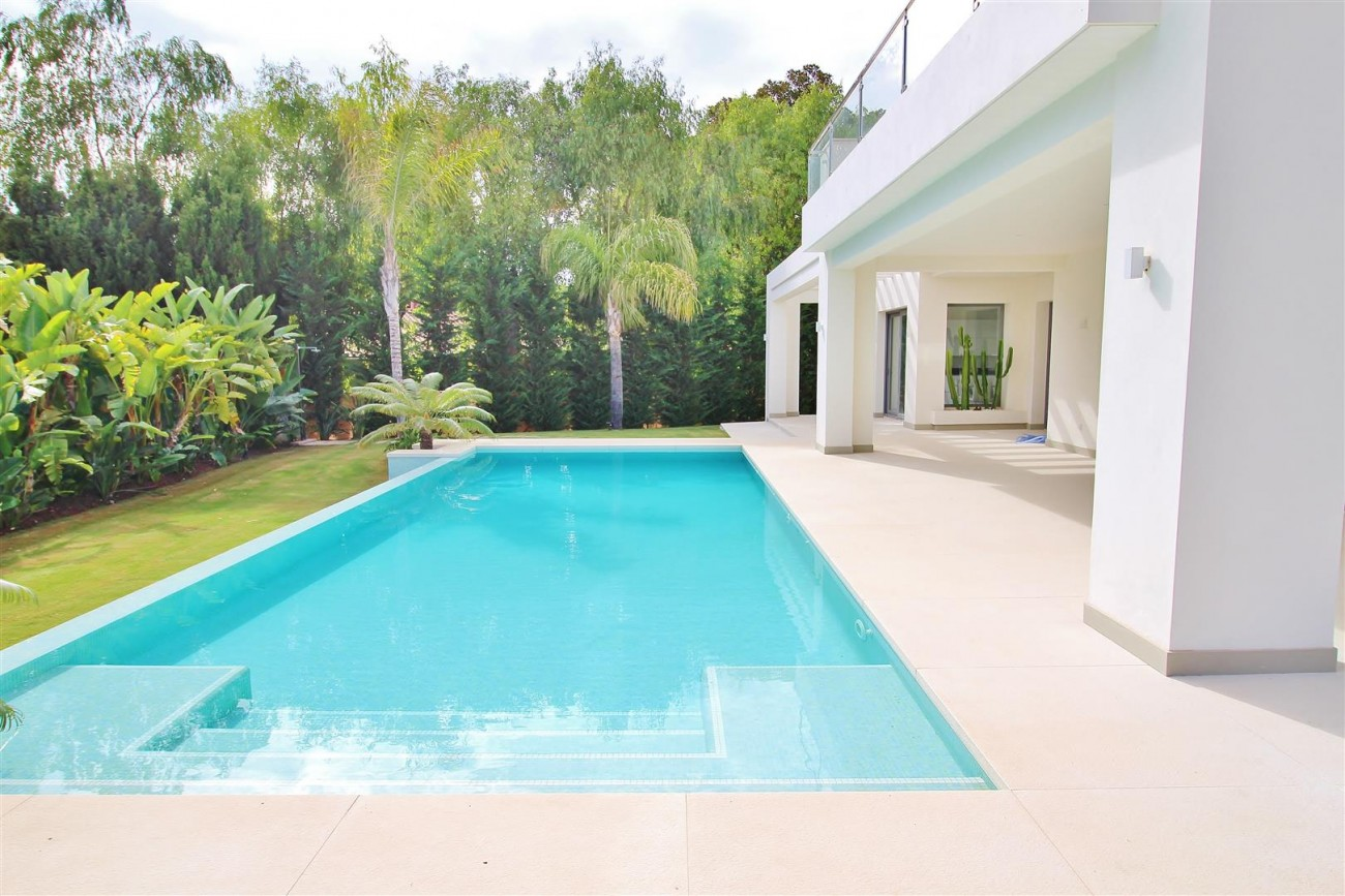 Contemporary Beachside Villa for sale Marbella Spain  (6) (Large)