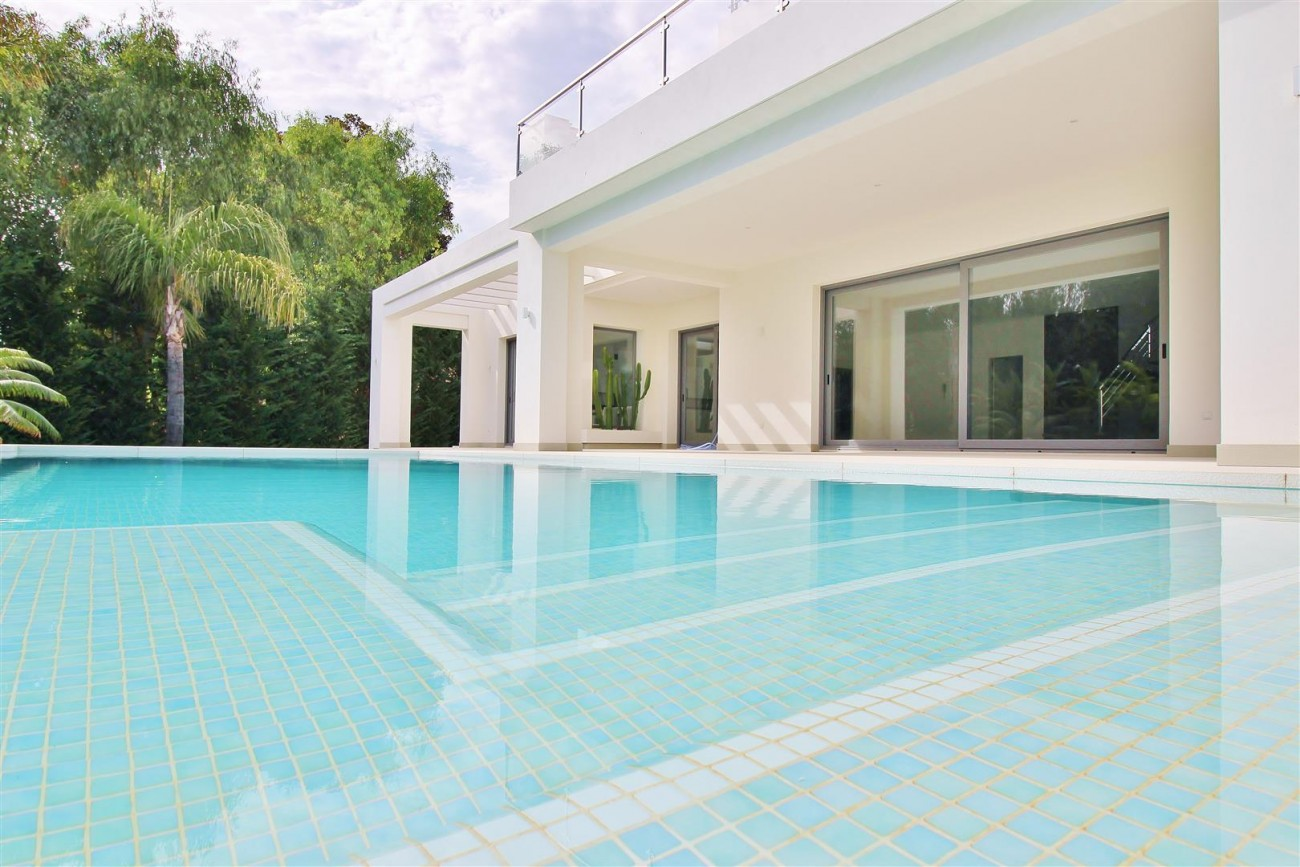 Contemporary Beachside Villa for sale Marbella Spain  (7) (Large)