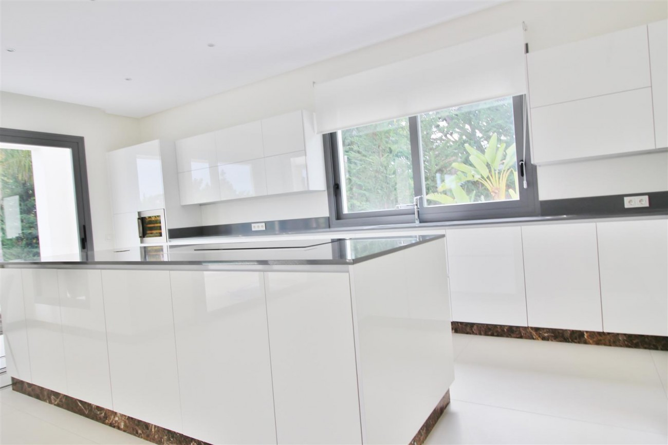 Contemporary Beachside Villa for sale Marbella Spain  (11) (Large)