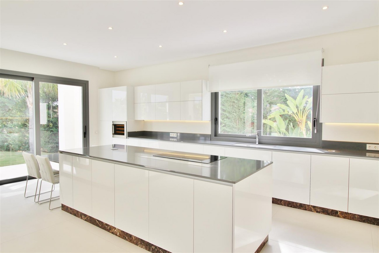 Contemporary Beachside Villa for sale Marbella Spain  (13) (Large)