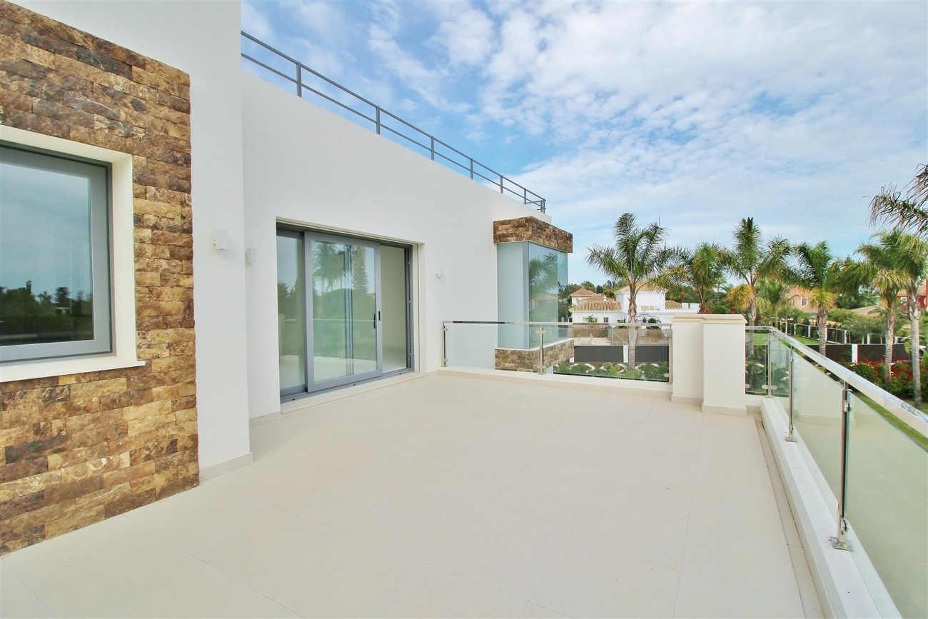 Contemporary Beachside Villa for sale Marbella Spain  (20) (Large)