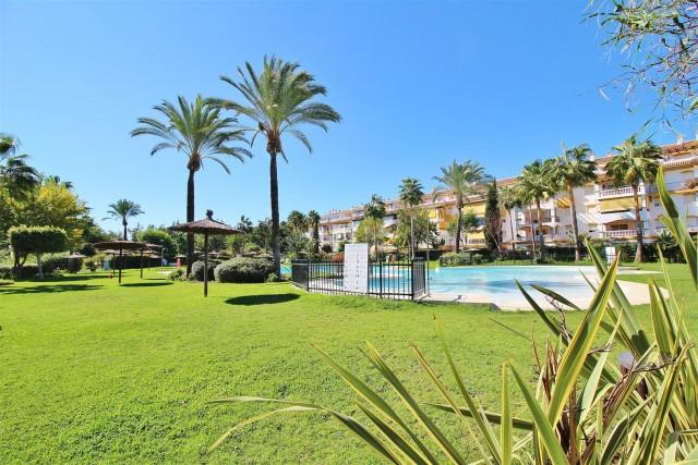 Apartment for Sale - 250.000€ - Nueva Andalucía, Costa del Sol - Ref: 5786