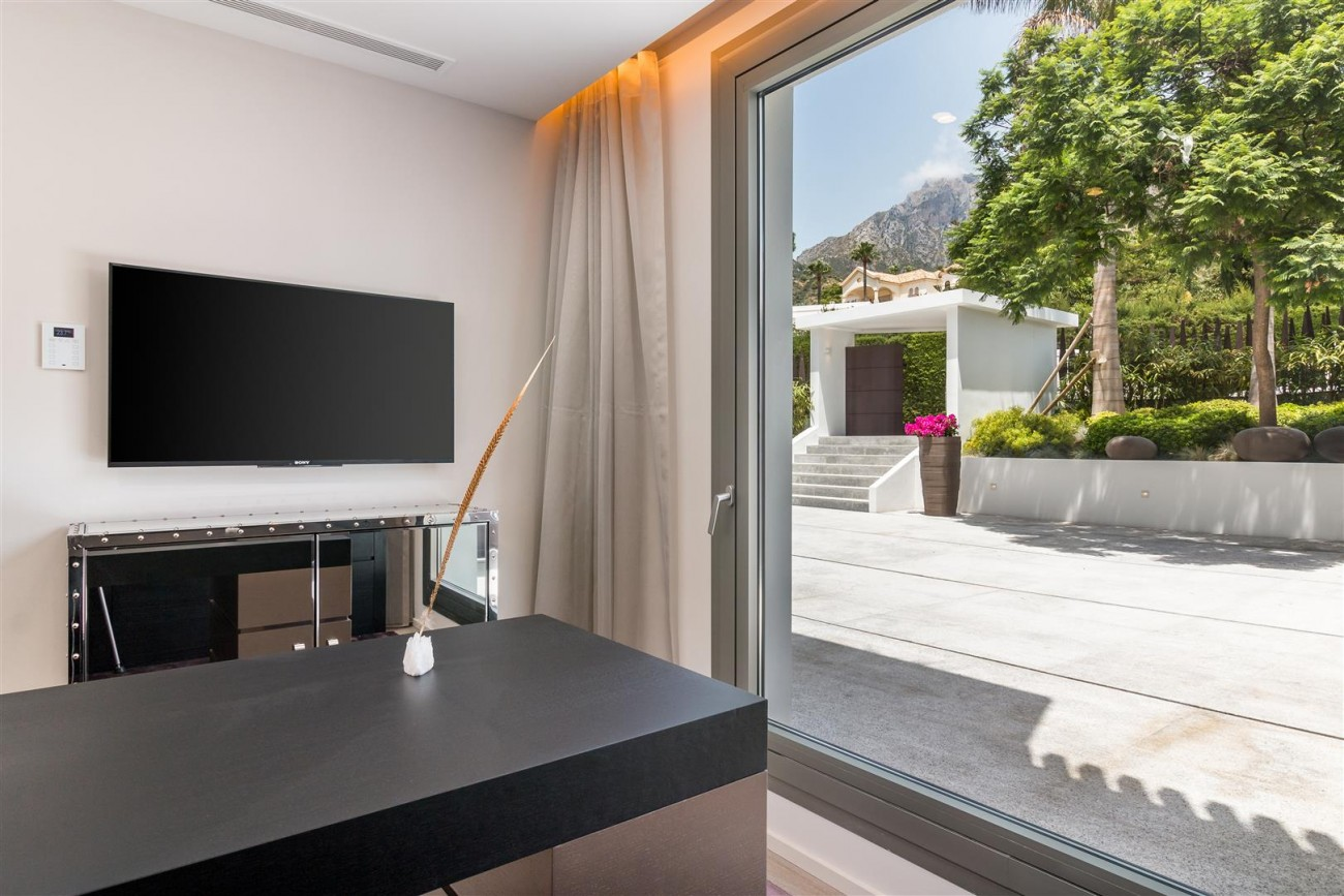 Contemporary Mansion for sale Marbella Golden Mile Spain (24) (Large)