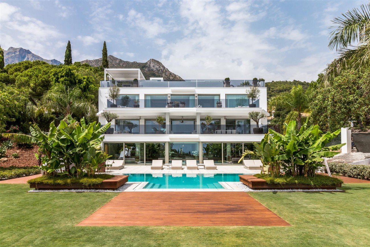 Contemporary Mansion for sale Marbella Golden Mile Spain (28) (Large)