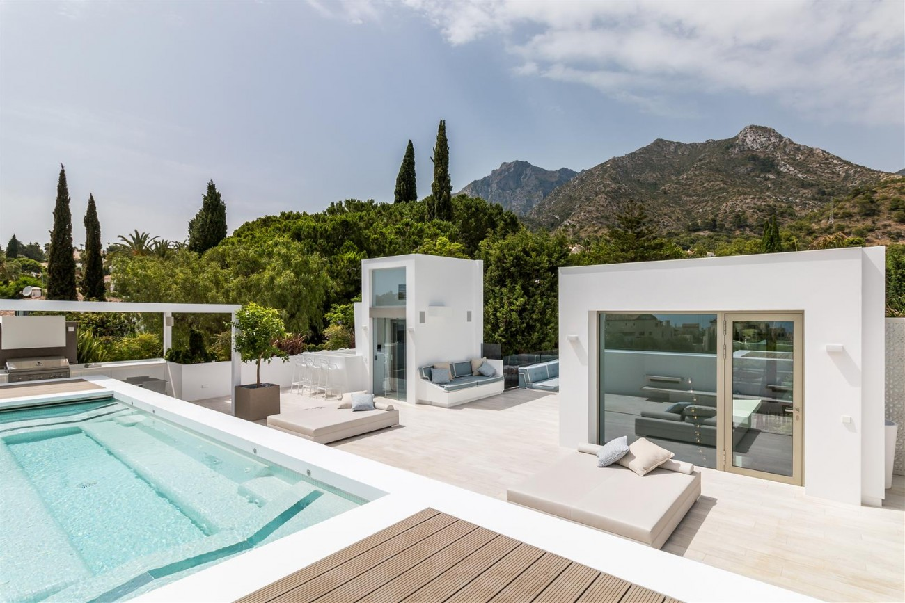 Contemporary Mansion for sale Marbella Golden Mile Spain (30) (Large)