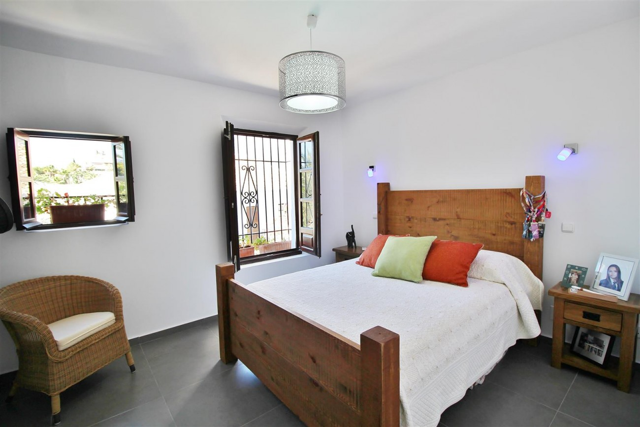 Beautiful townhouse for sale Lomas de Marbella Club Pueblo Spain (28) (Large)