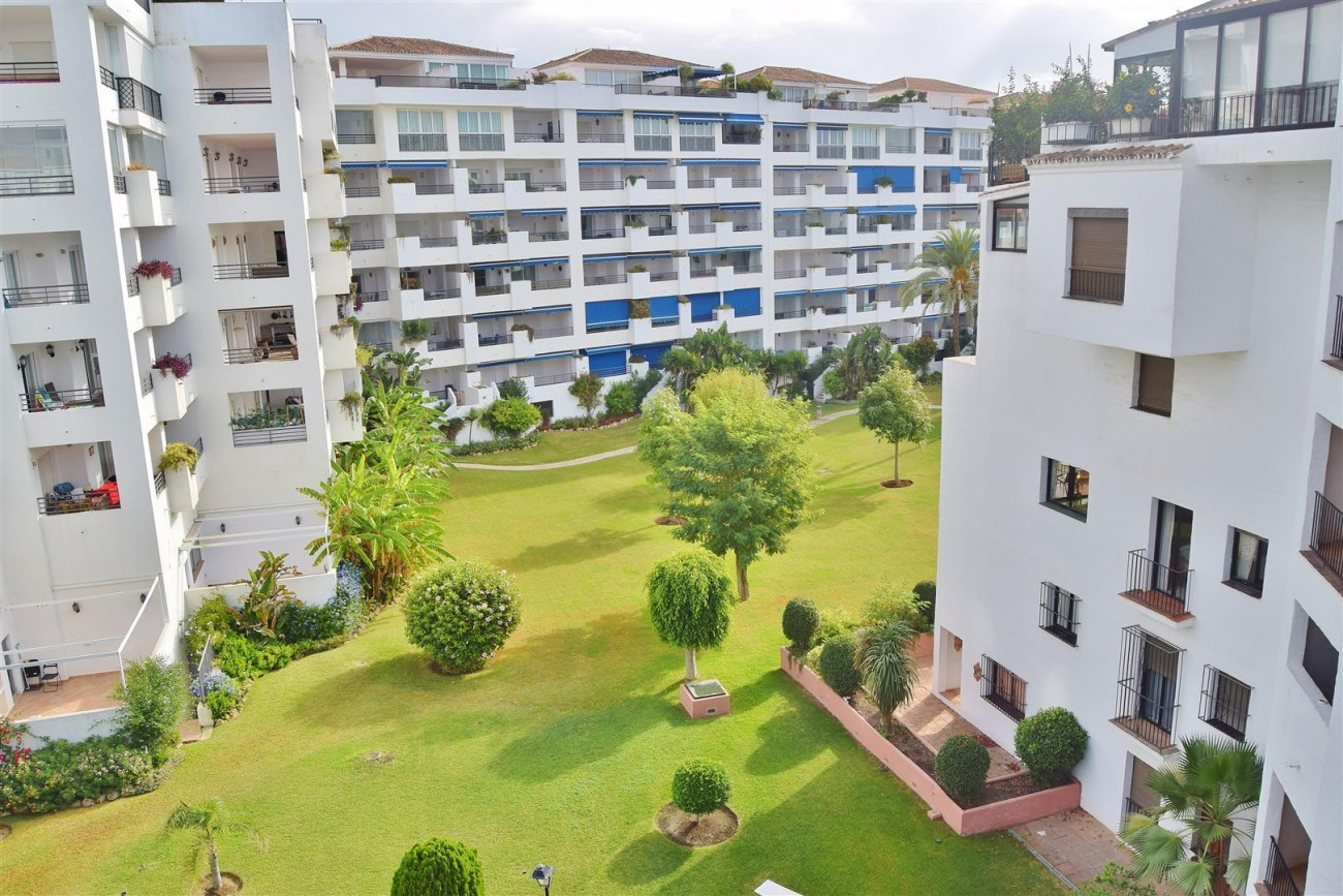 Apartment 3 bedrooms for sale Puerto Banus Marbella Spain (1) (Large)