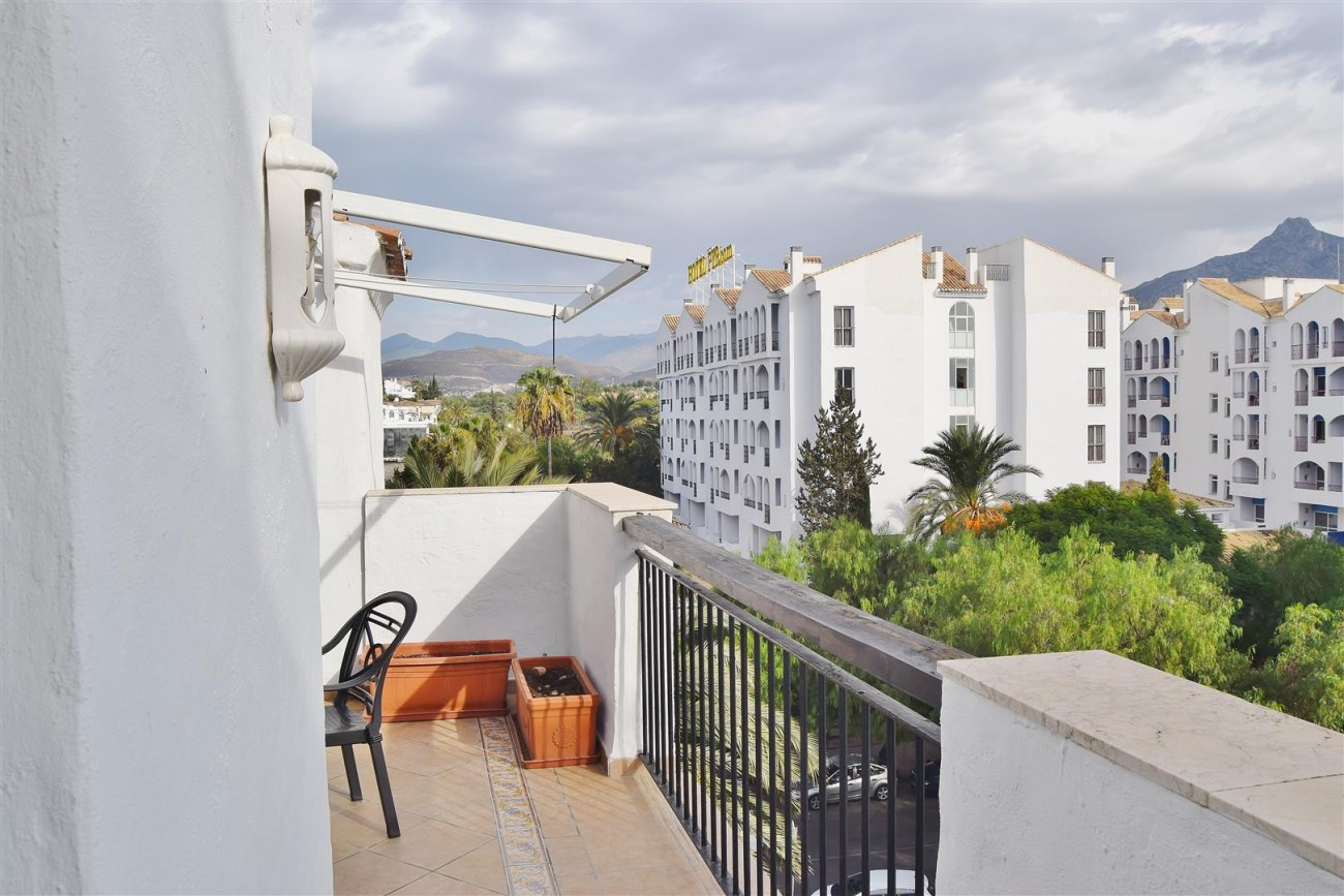 Apartment 3 bedrooms for sale Puerto Banus Marbella Spain (2) (Large)