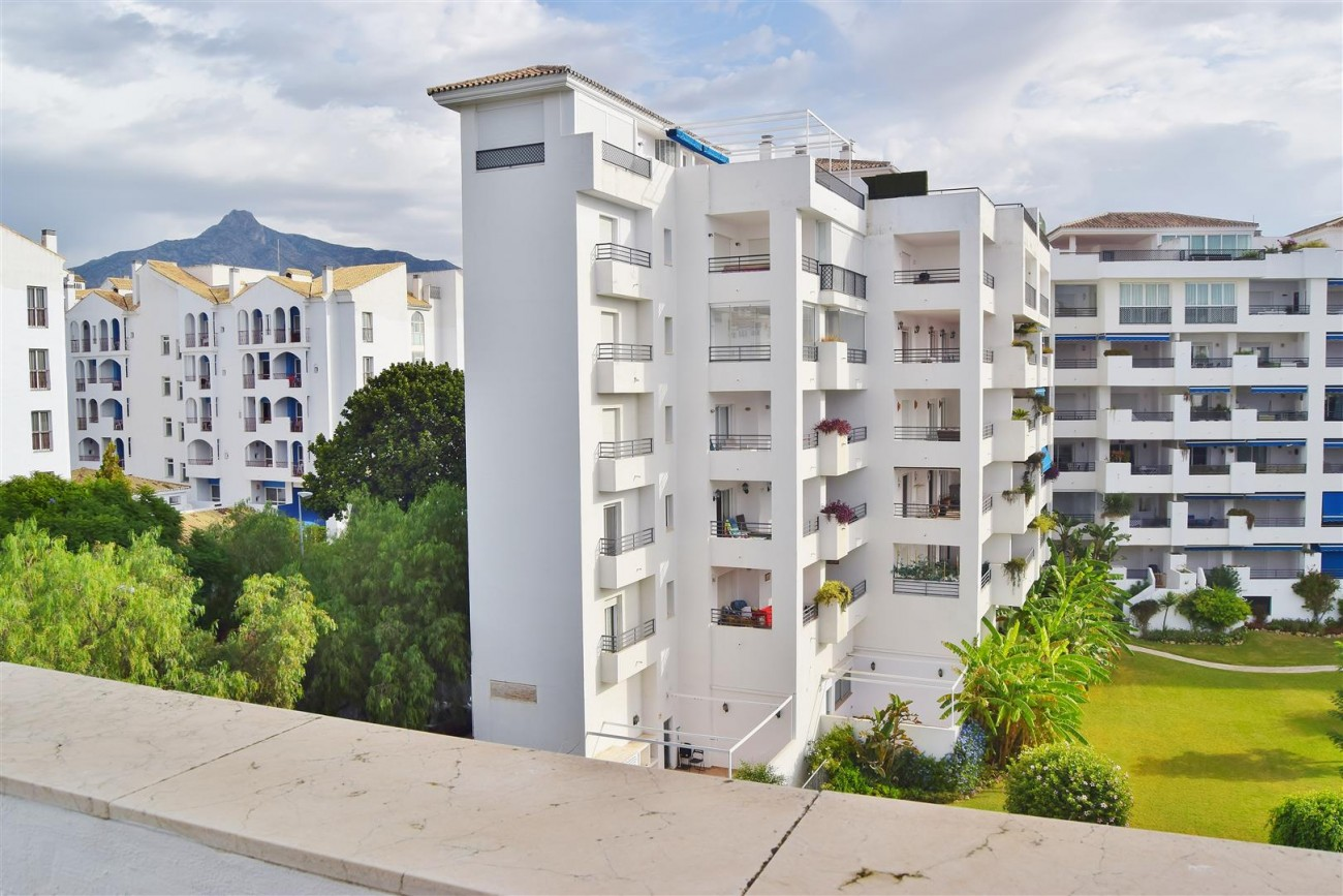 Apartment 3 bedrooms for sale Puerto Banus Marbella Spain (3) (Large)