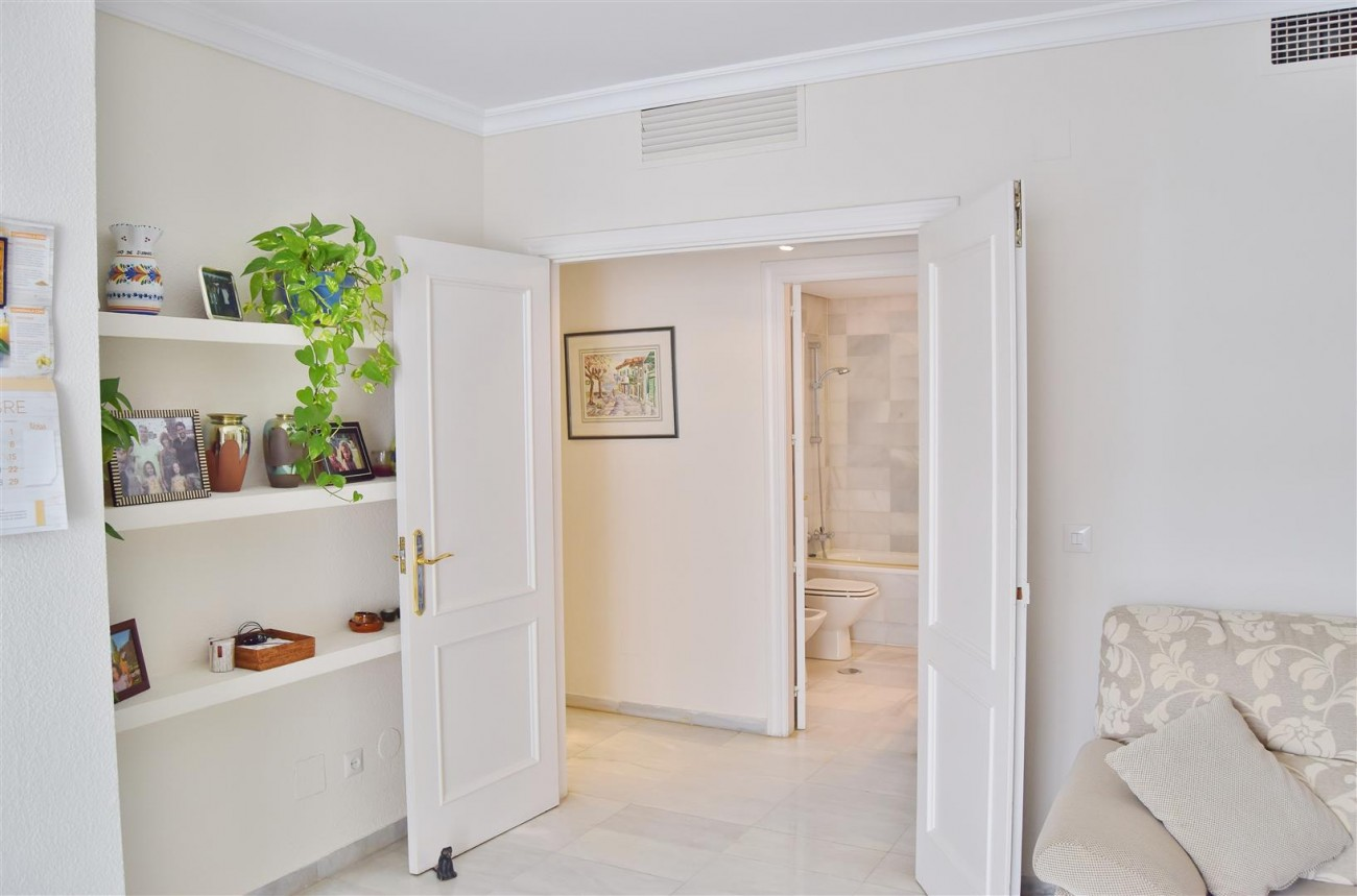 Apartment 3 bedrooms for sale Puerto Banus Marbella Spain (21) (Large)