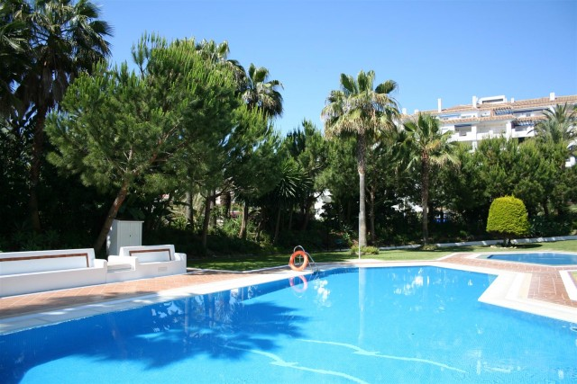 Apartment for Sale - 630.000€ - Puerto Banús, Costa del Sol - Ref: 5794