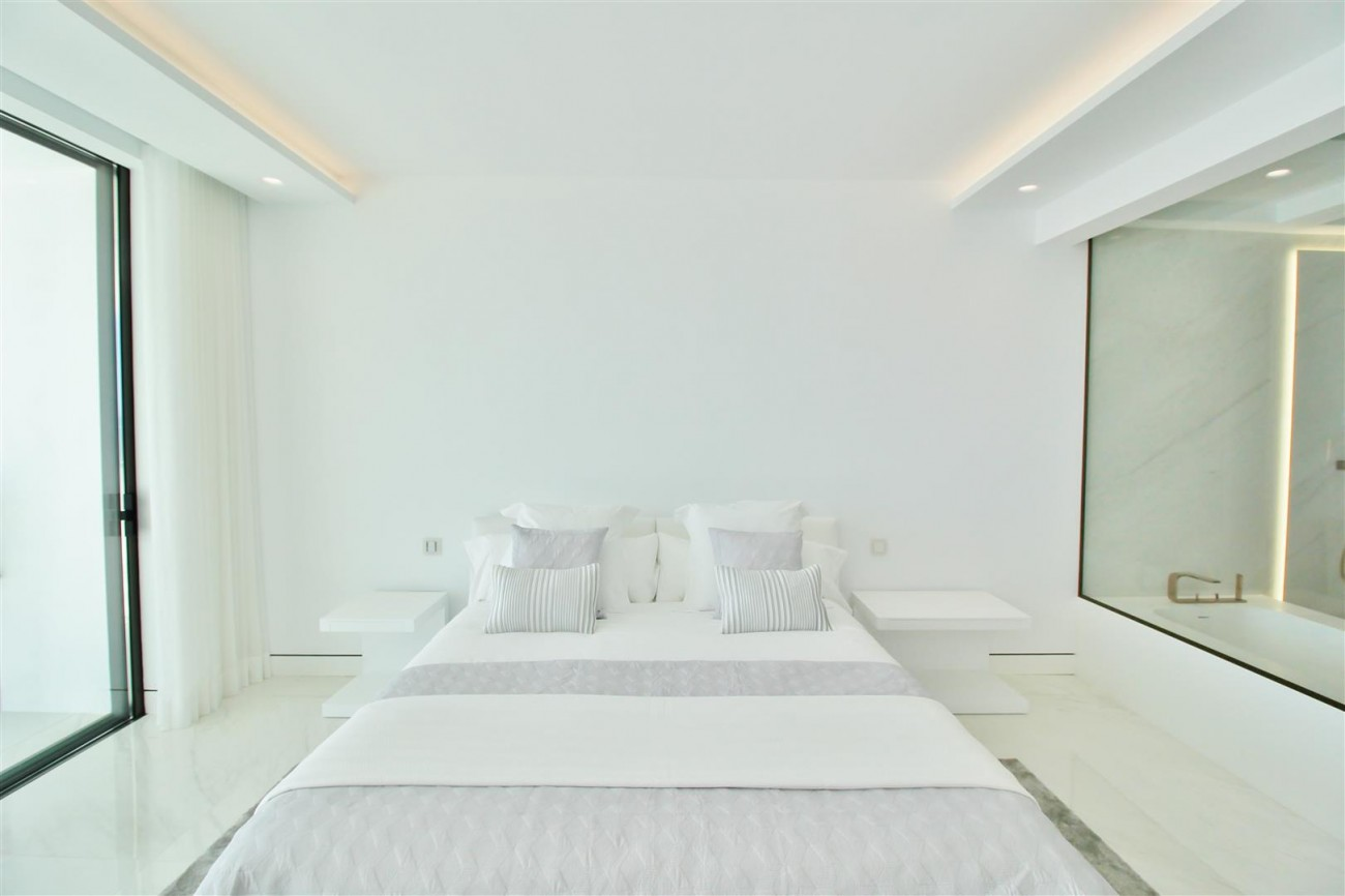 Beachfront luxury Apartments for sale Marbella Spain (4) (Large)