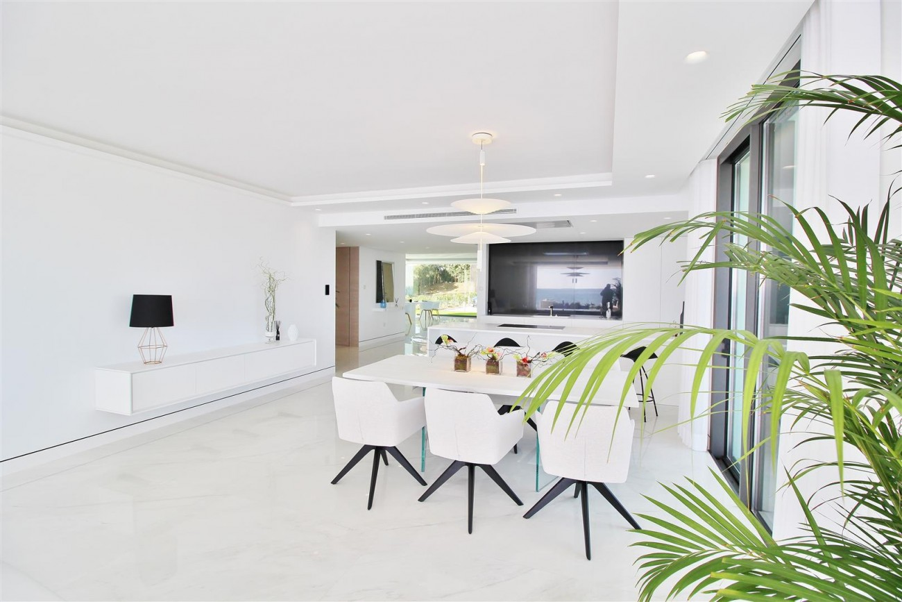 Beachfront luxury Apartments for sale Marbella Spain (15) (Large)