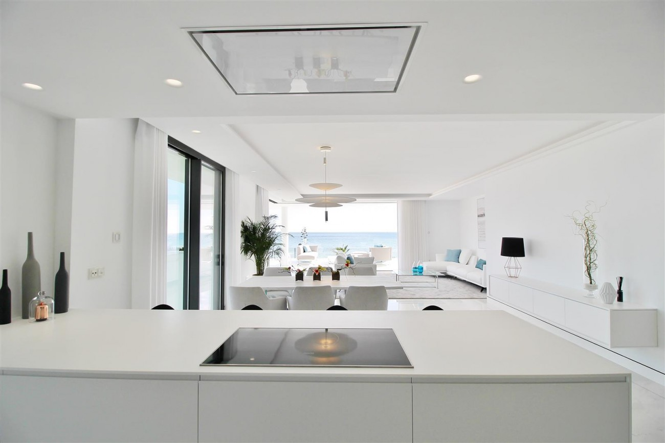 Beachfront luxury Apartments for sale Marbella Spain (17) (Large)