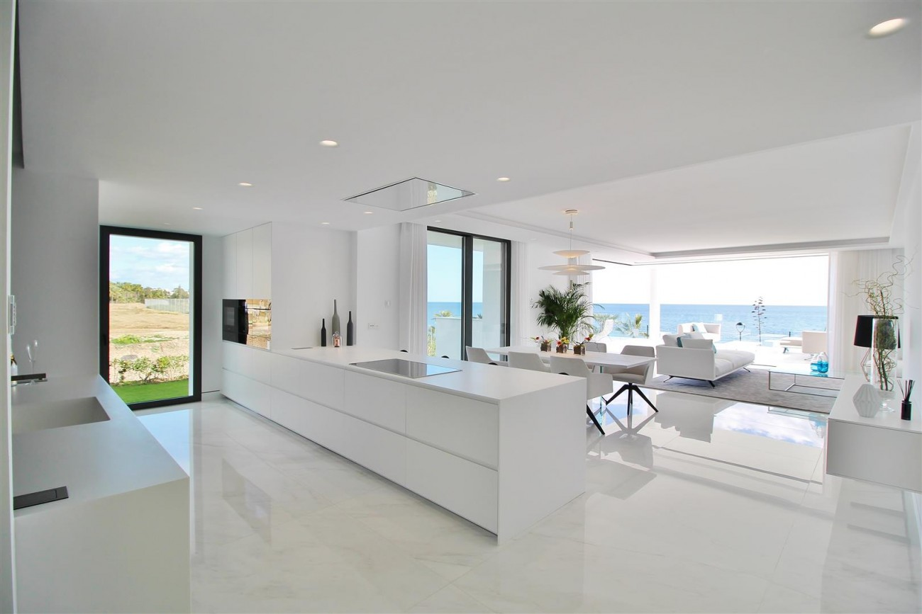 Beachfront luxury Apartments for sale Marbella Spain (24) (Large)