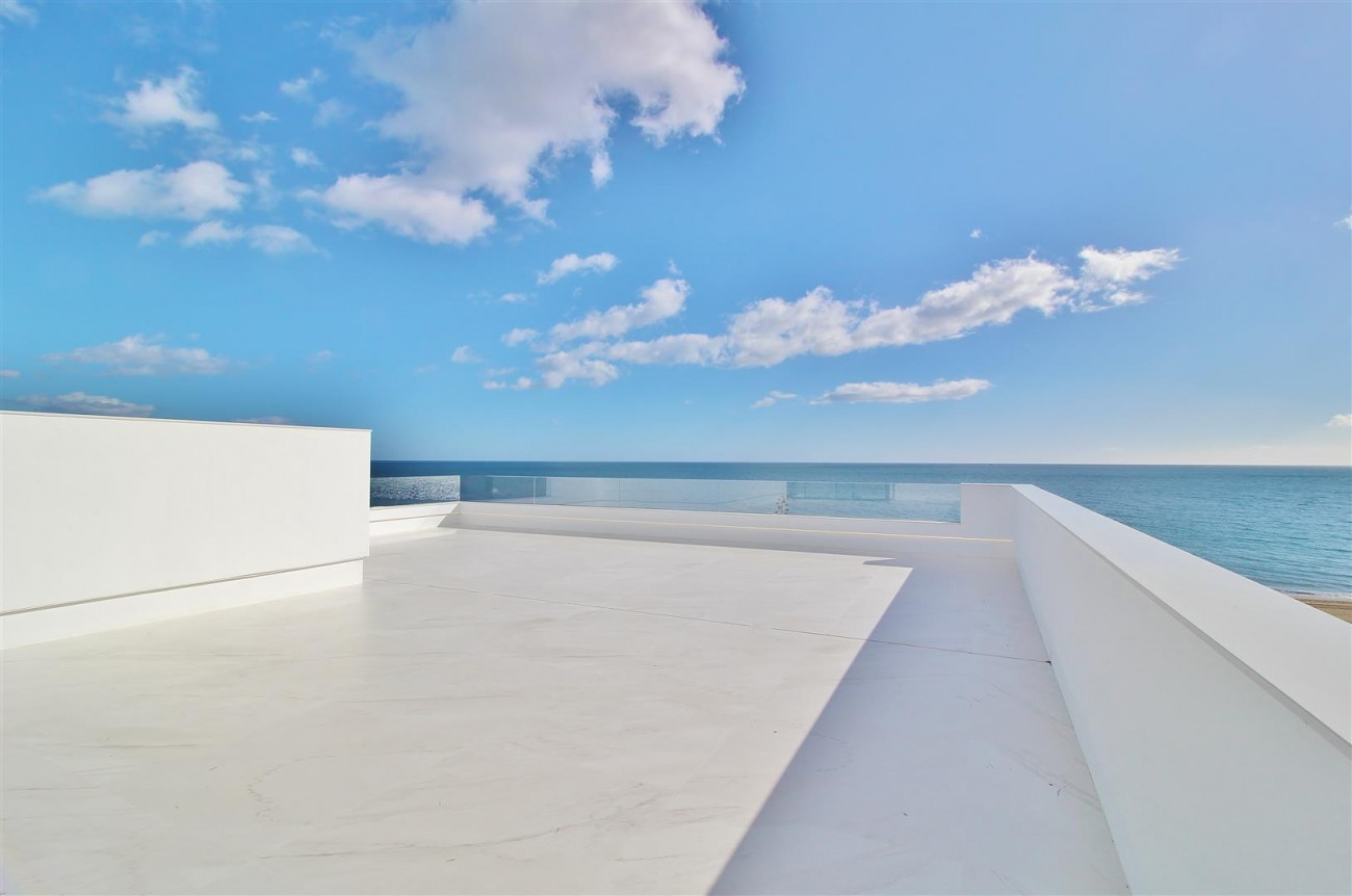 Beachfront luxury Apartments for sale Marbella Spain (26) (Large)