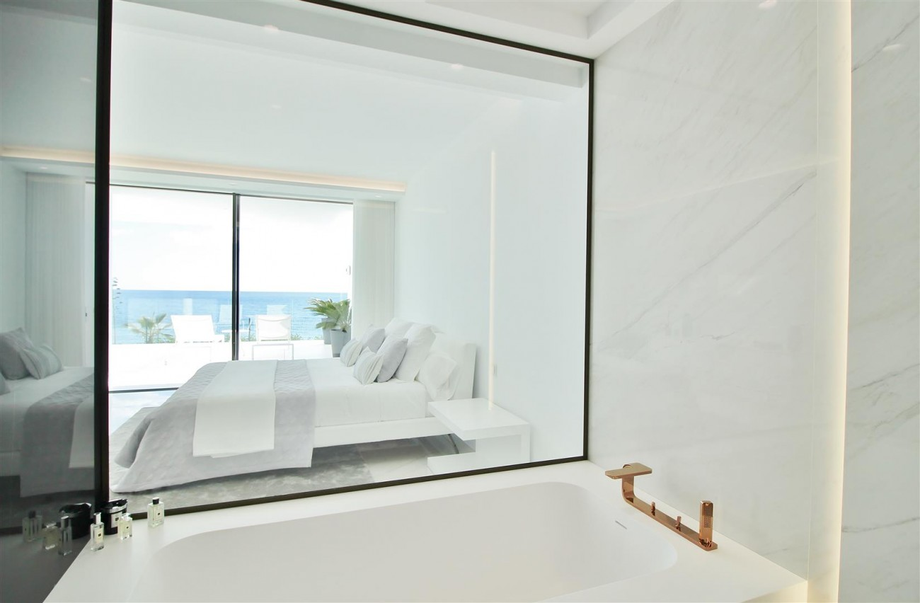 Beachfront luxury Apartments for sale Marbella Spain (31) (Large)
