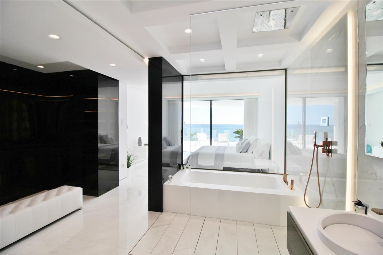 Beachfront luxury Apartments for sale Marbella Spain (32) (Large)