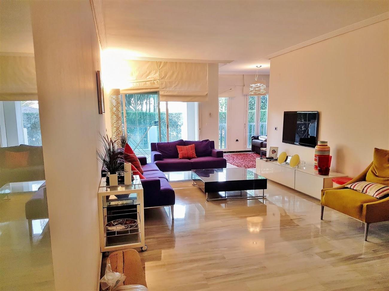 Beachside Apartment for sale Puerto Banus Marbella (2) (Large)
