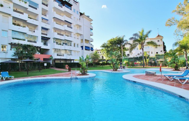 Apartment for Sale - 480.000€ - Puerto Banús, Costa del Sol - Ref: 5802