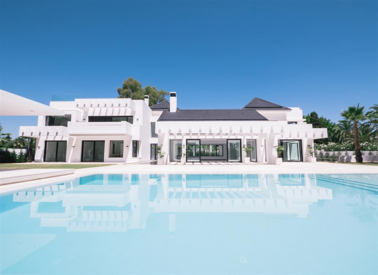 Contemporary villa for sale close to the beach Marbella (1) (Large)