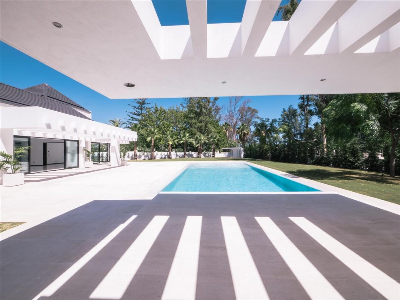 Contemporary villa for sale close to the beach Marbella (4) (Large)
