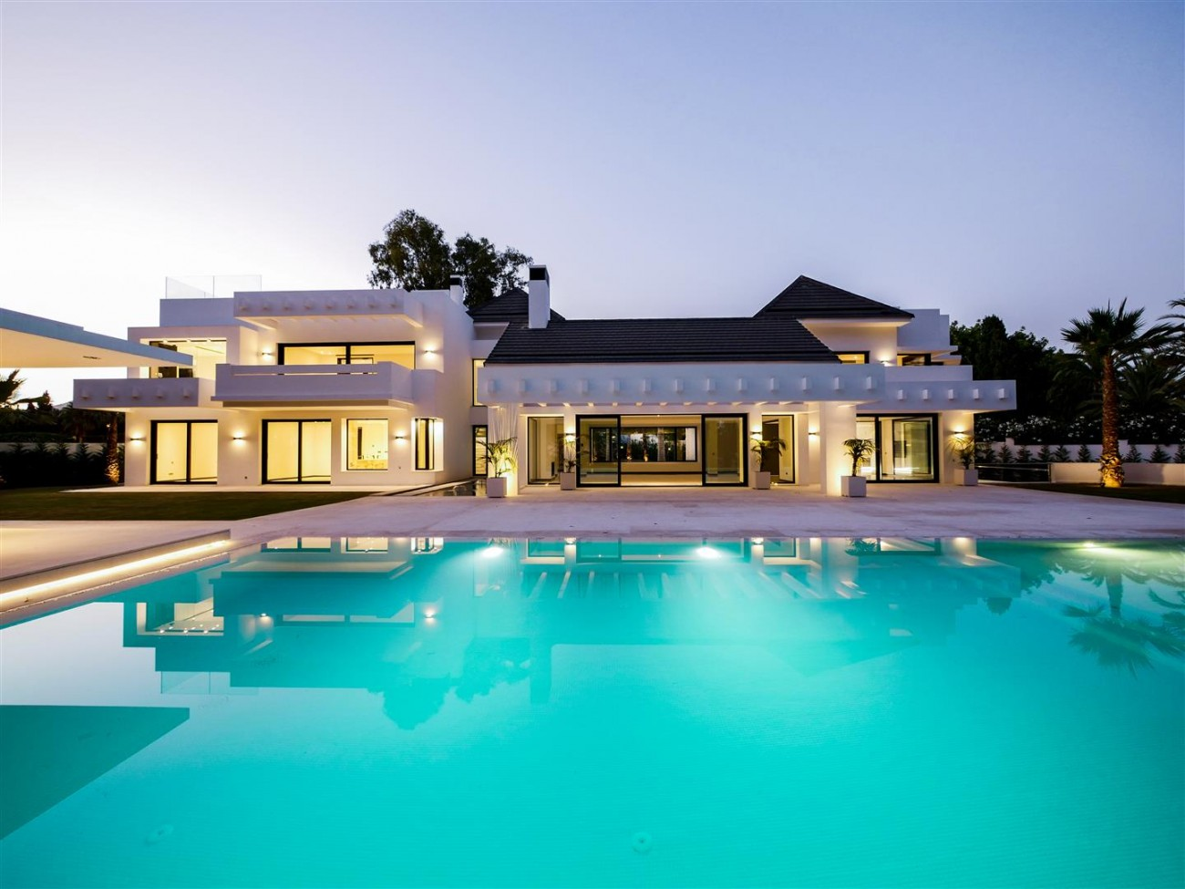 Contemporary villa for sale close to the beach Marbella (5) (Large)