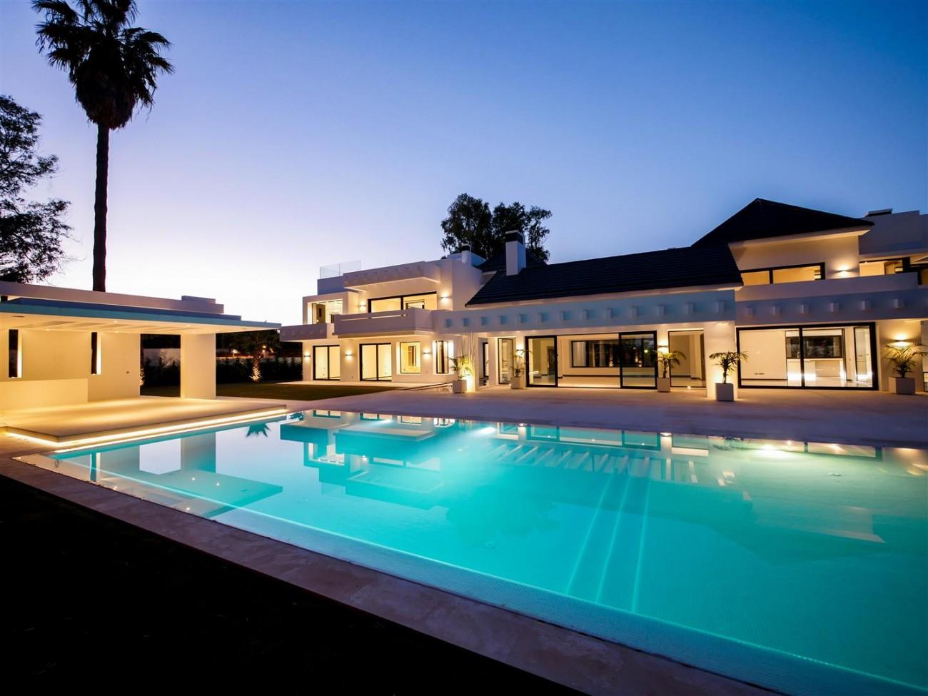 Contemporary villa for sale close to the beach Marbella (6) (Large)