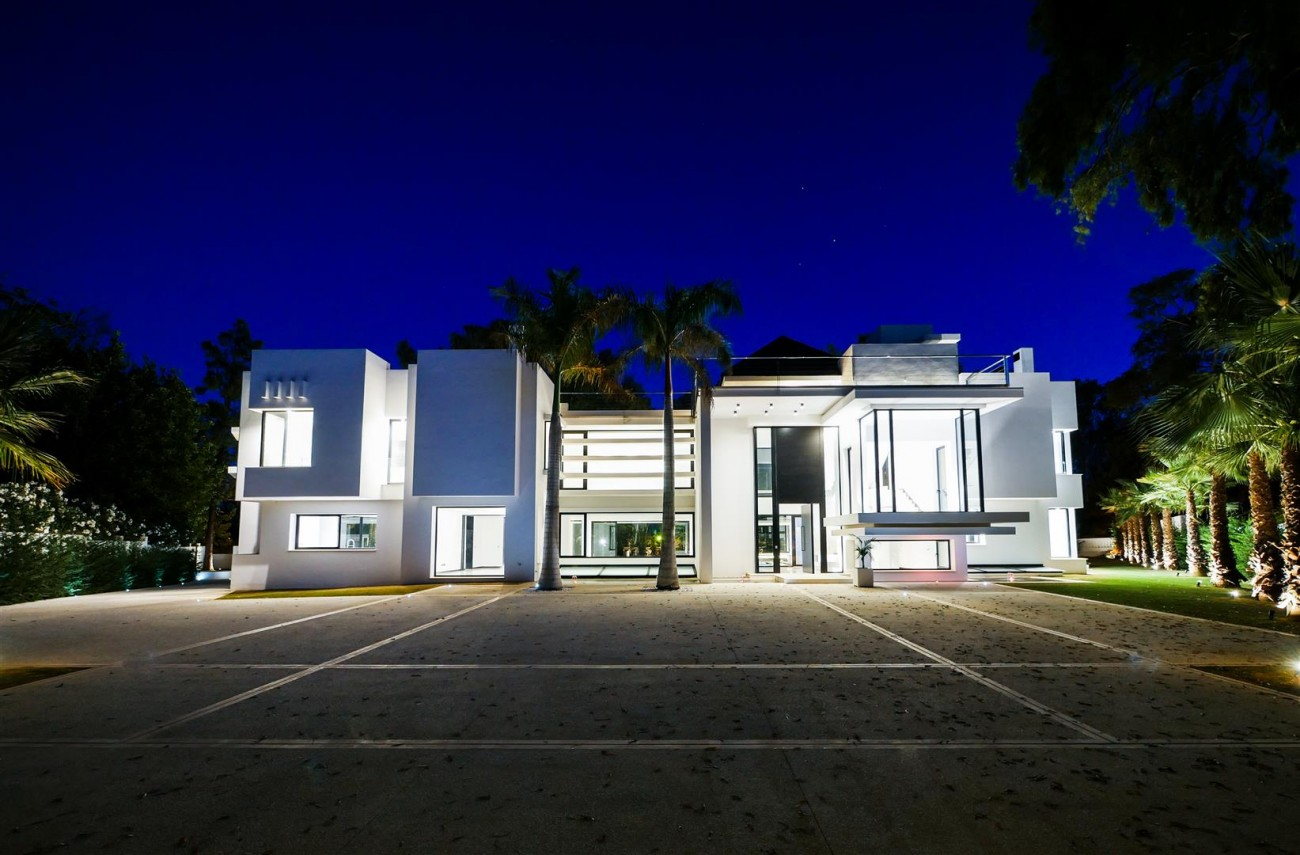 Contemporary villa for sale close to the beach Marbella (7) (Large)