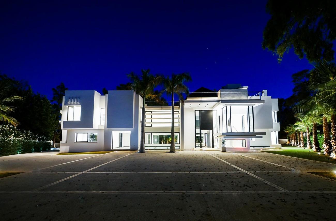 Contemporary villa for sale close to the beach Marbella (7) (Large)
