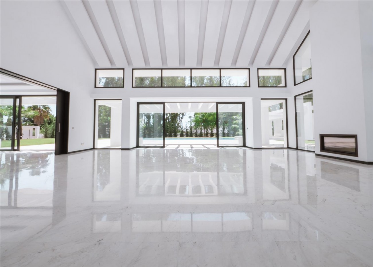 Contemporary villa for sale close to the beach Marbella (8) (Large)