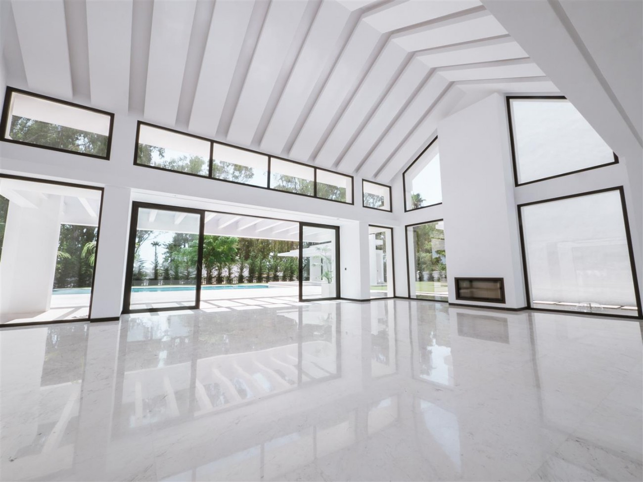 Contemporary villa for sale close to the beach Marbella (9) (Large)